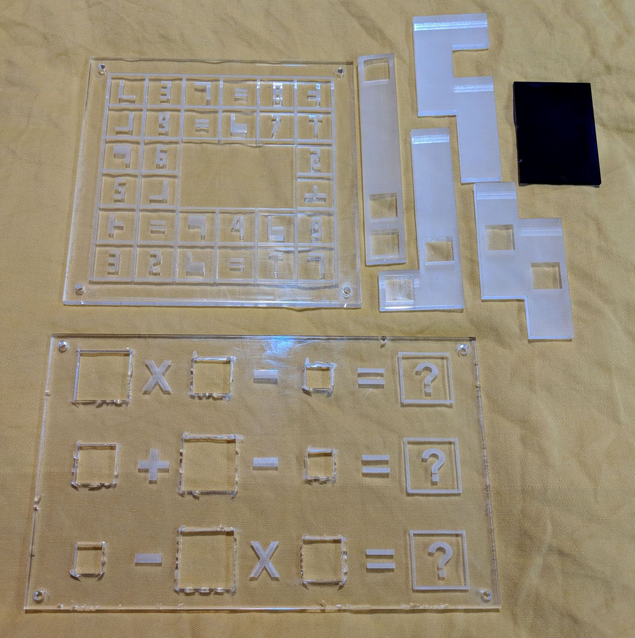 Découpe et gravure sur verre acrylique